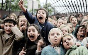 Kinder beim Puppentheater, Paris, 1963